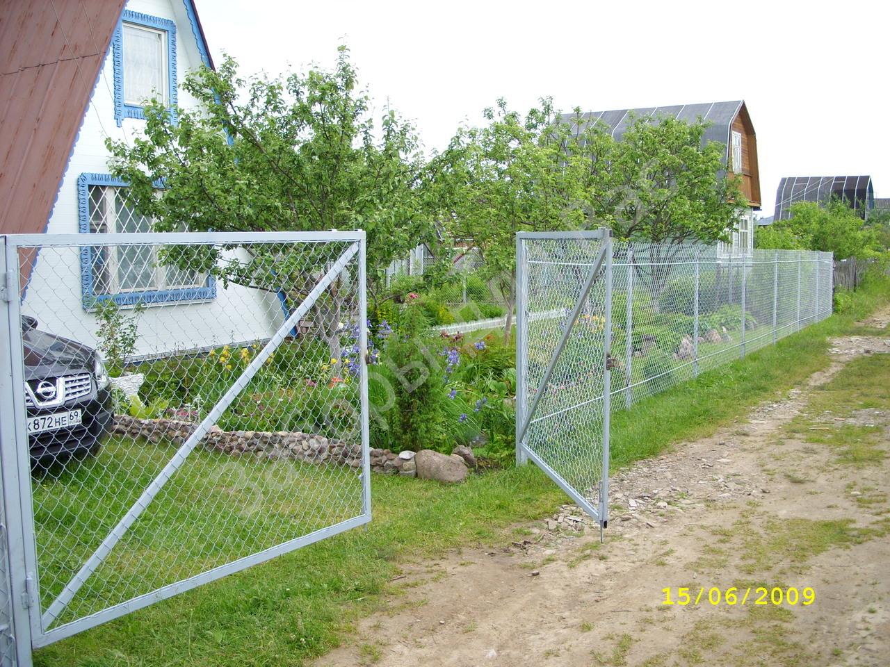 Калитка в заборе из рабицы своими руками